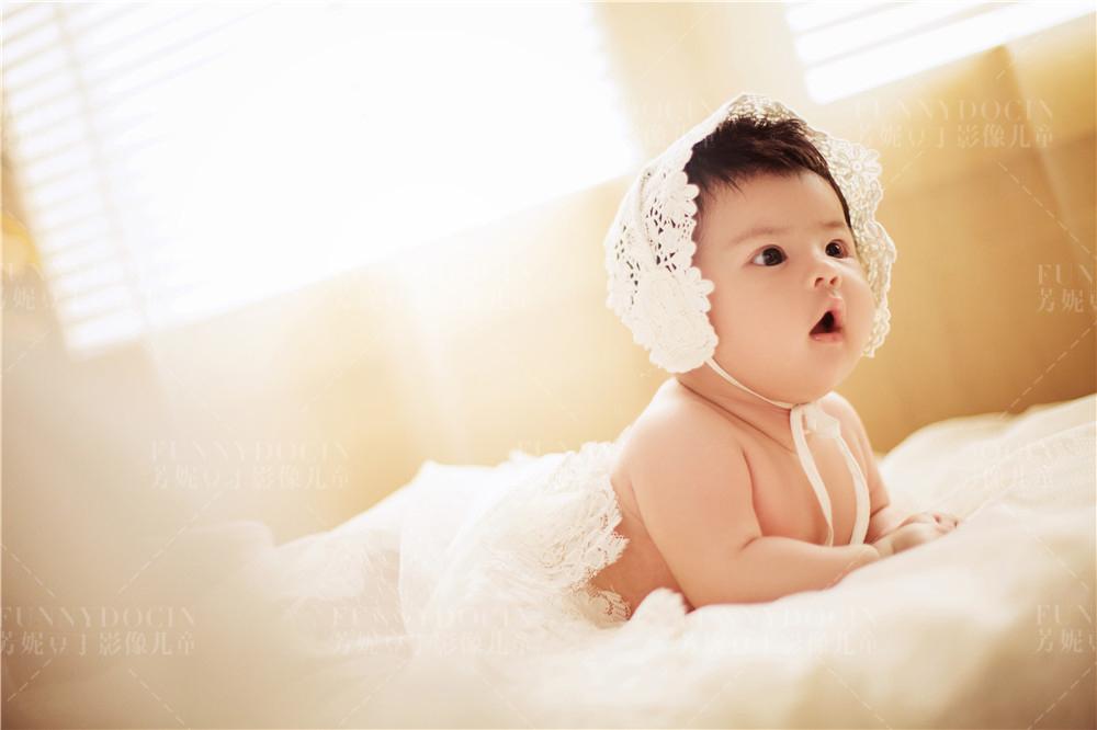芳妮豆丁儿童摄影 宝贝百天照,看到照片后期效果简直太满意了!