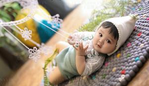 """手指吃完吃脚丫,脚丫吃完吃玩具,家有""""吃""""货小宝宝,该不该阻止?"""