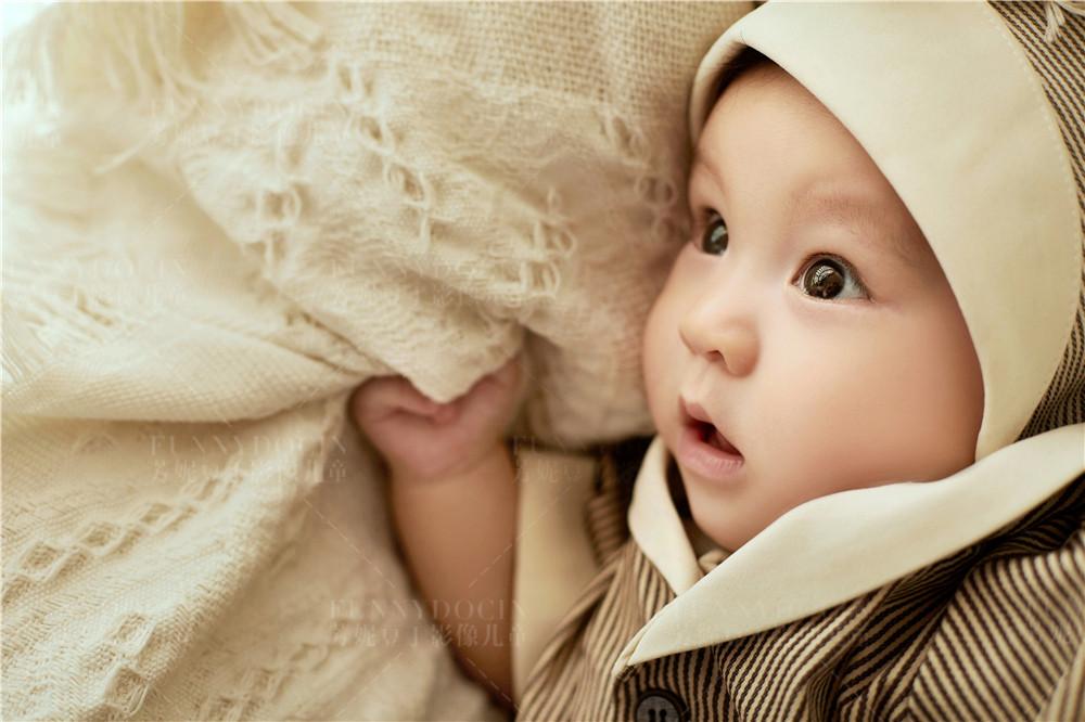 芳妮豆丁儿童摄影 萌趣摇篮